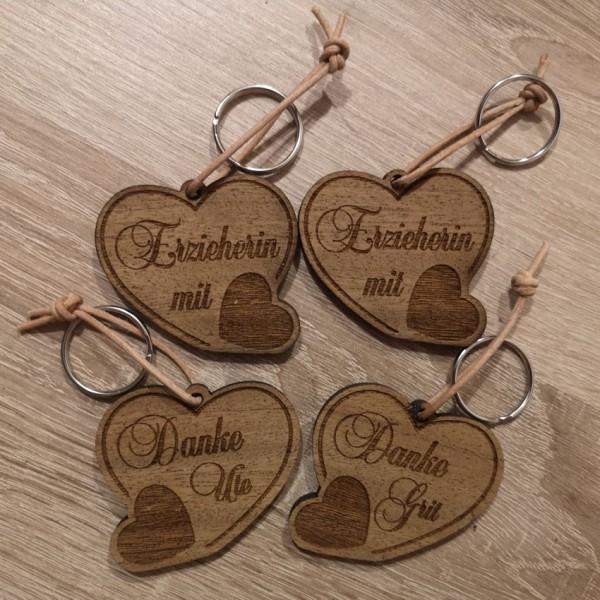 """Schlüsselanhänger """"Erzieher/in mit Herz"""" mit Namen"""